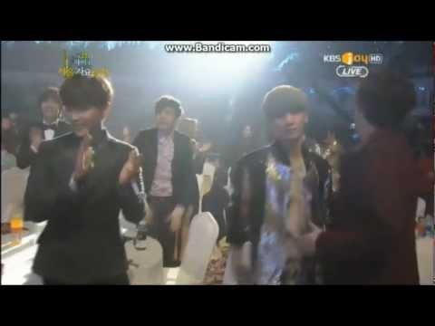 130131 EXO-K Kai hug Taemin After SHINee win~