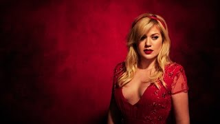 Kelly Clarkson - The Making of Wrapped In Red