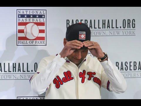 Yankees' Derek Jeter puts on Hall of Fame jersey