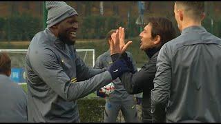 Lukaku e Conte scherzano: buonumore Inter, l'allenamento prima del Borussia Mönchengladbach