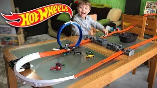 HOT WHEELS NA MESA DA SALA!! Corrida de Carros na Pista Track Builder - Hotwheels on the Table