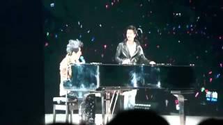 周杰倫 演唱會 2011 - 安靜 (嘉賓 謝霆鋒) YouTube 影片