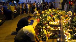 Ukrainians express condolences near Dutch embassy in Kyiv