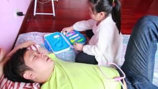 Bé tập làm bác sĩ - Bé khám bệnh cho người thân- Đồ chơi bác sĩ cho bé