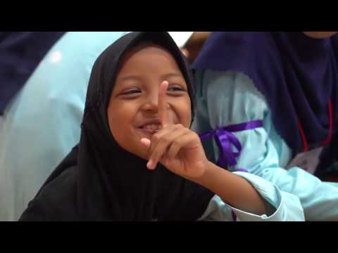 Cinechaity : 171 anak yatim dhuafa pelosok desa bermain di mall mewah