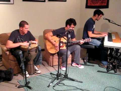 Baixar Kings of Leon - Use Somebody (Acoustic Cover - Breakers Broken)