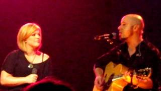"""chris daughtry and kelly clarkson perform """"fast car"""""""