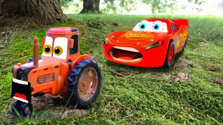 TRACTOR TIPPING FUN Disney Cars 3 Lightning McQueen Mater Car TOYS Surprise Toy Story Movie for Kids