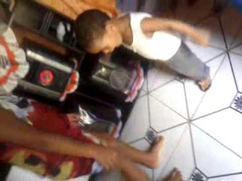 Baixar Ray Douglas, Criança de 1ano jogando Capoeira