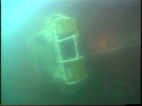 Raw video of Lamp Ray® ROV on hull