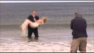 Mladenci su rešili da se slikaju na plaži. A onda je mladoženja uradio nešto NEOPROSTIVO!