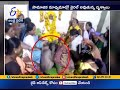 Monkey consoles woman at Karnataka funeral. Video goes viral on Hanuman Jayanti