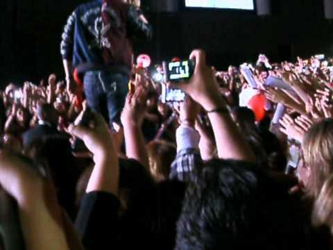 Baixar Garotas não merecem Chorar  Credicard Hall 18/10/2013 Luan Santana  (video1)