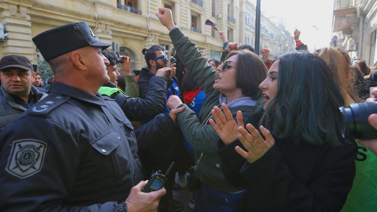 Полиция Баку задержала мужчин на акции за права женщин