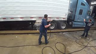 October 30, 2018/444 Truckomat wash for Big Blue Kenworth t680
