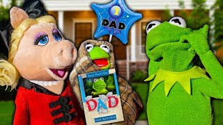 Miss Piggy SURPRISES Kermit the Frog with Fathers Day Baby!