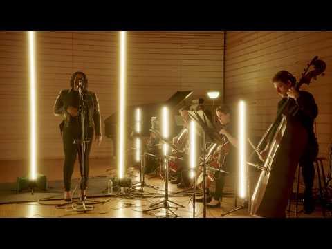 Niia – Sideline [Live With Jazmine Sullivan]