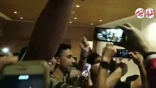 أخبار اليوم | استقبال الجماهير لـ محمد صلاح في فندق اقامة المنتخب ...