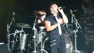 Skillet - Hero (Guitars Out of Tune) - Live HD (Uproar Festival 2014)