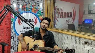 Singer Stebin Ben Sings Nazm Nazm, dekhte dekhte and more songs while playing guitar