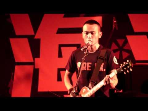 滅火器/4 站在這裡 (大港開唱 2011.03.05.)
