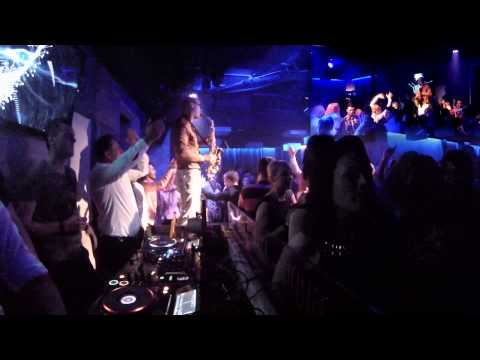 Baixar Swedish House Mafia - Don't You Worry Child (Syntheticsax Live Mash-Up in the Grey club Poland)