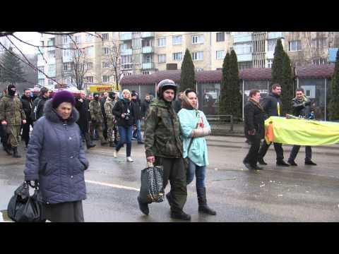 Чернівці ховають героя Майдану Олександра Щербанюка