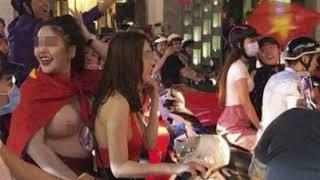 Fan nữ cực xinh khỏa thân chạy xe máy khắp đường phố mừng U23 Việt Nam