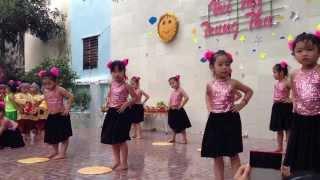Bé Gia Hân múa Trung thu 2013 tại trường mầm non Quy Nhơn