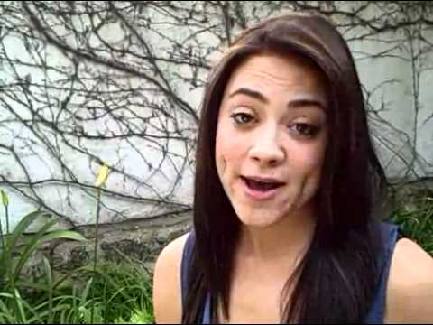 Hollywood Actress Loves BistroMD! Camille Guaty - YouTube