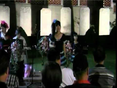 我的眼睛在下雨 // 同曉姍 唱 2012.4.5. 郭一男滑音吉他樂團 於 赤崁樓 表演