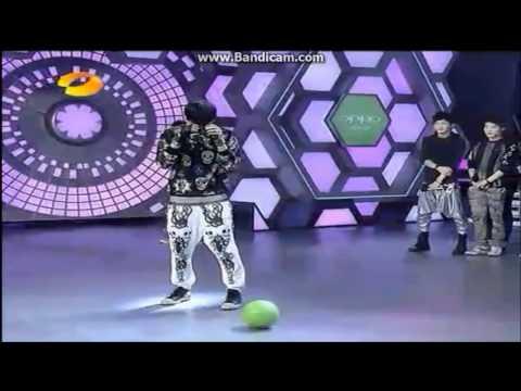 the way Xiumin Luhan Tao kick a ball.wmv