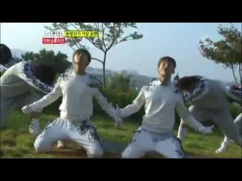 동방신기의 아침 기상 잔디밭 공연! @런닝맨 (Running Man) 20121014