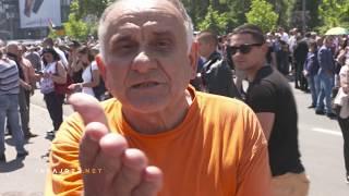 Učesnik skupa SNS-a vređa novinara Insajdera
