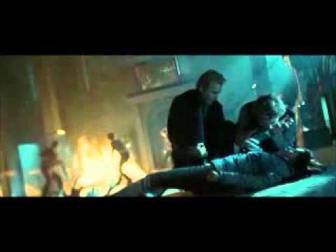 12. Crepúsculo - Edward salva a Bella de James