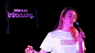 Sarah Close - This Christmas (BBC Music Introducing Solent Live Lounge)