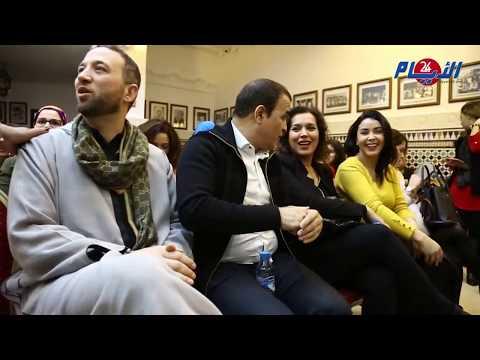 فنان مغربي يجمع مشاهير بحي الأحباس في الدار البيضاء