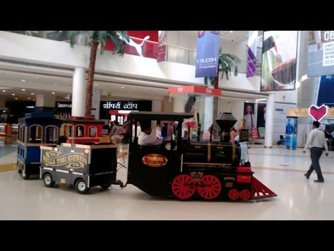 Toy train for kids in R-City Mall, Ghatkopar, Mumbai, India 2014 [HD VIDEO]