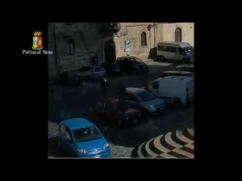 Il video dello stalker sull'auto della moglie