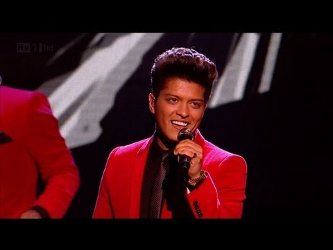 Baixar Runaway Baby with Bruno Mars - The X Factor 2011 Live Results Show 3 - itv.com/xfactor