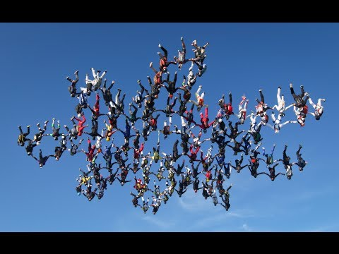 Female skydivers set new free fall record!
