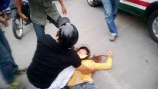 clip Chồng đánh Vợ giữa đường gây phẫn nộ