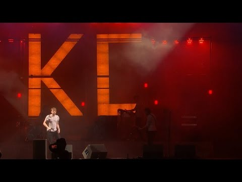 Kaiser Chiefs - Hole in My Soul & I Predict a Riot (Live @ V Festival 2016, HD)