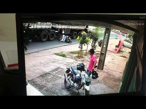 Vídeo mostra entregador sendo esmagado por caminhão em Teresina