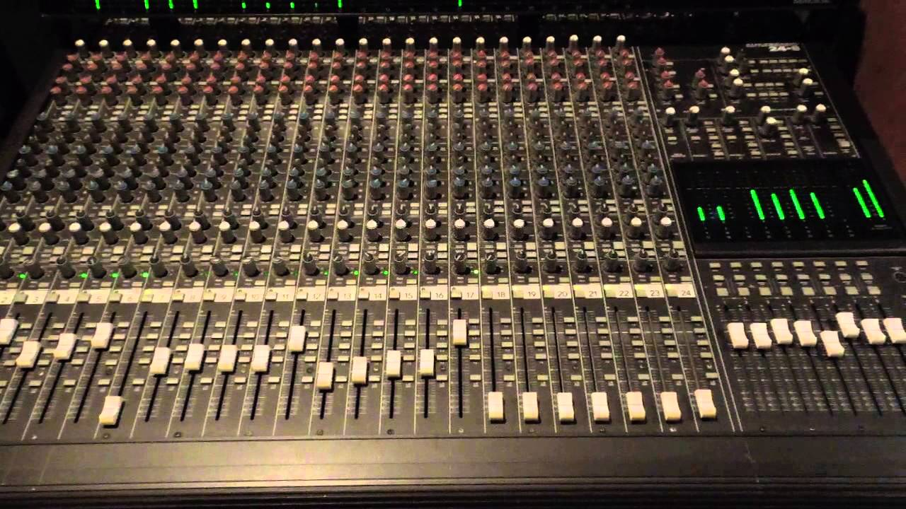 mackie 24 x 8 bus analog mixer in action youtube. Black Bedroom Furniture Sets. Home Design Ideas