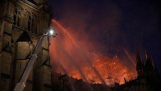 Impressionnant incendie à Notre-Dame à Paris, le