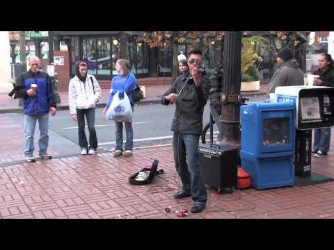 AMAZING Street Violinist Draws Audience - Halo Remix (beyonce)