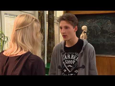 Uczeń próbował sprowokować dziewczynę, żeby z nim zerwała [Szkoła odc.540]