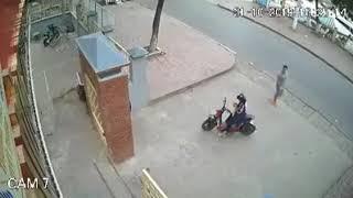 Xem Sàm sỡ nữ sinh ngay trước cổng trường