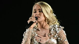 Carrie Underwood Gets Choked Up During Emotional Musical Tribute to Las Vegas Shooting Victims